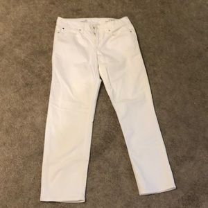 Gap white jeans size 28R straight cut look new